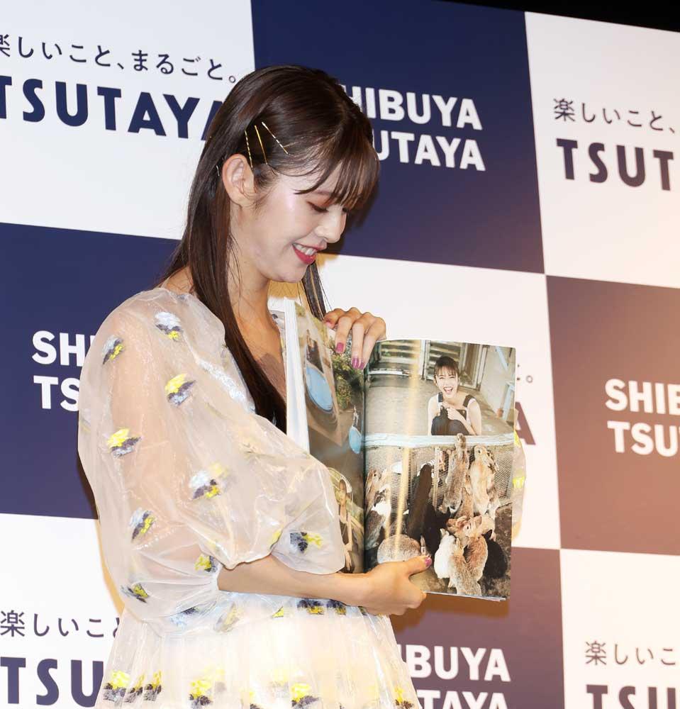 画像3: モデル・女優「鈴木ゆうか」のファースト写真集が完成。その出来栄えに「金メダルです」と大満足