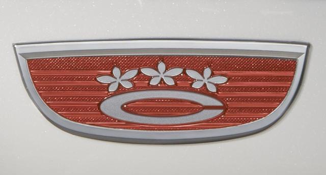 画像: 特別仕様車向けに復刻された、初代カローラのエンブレム