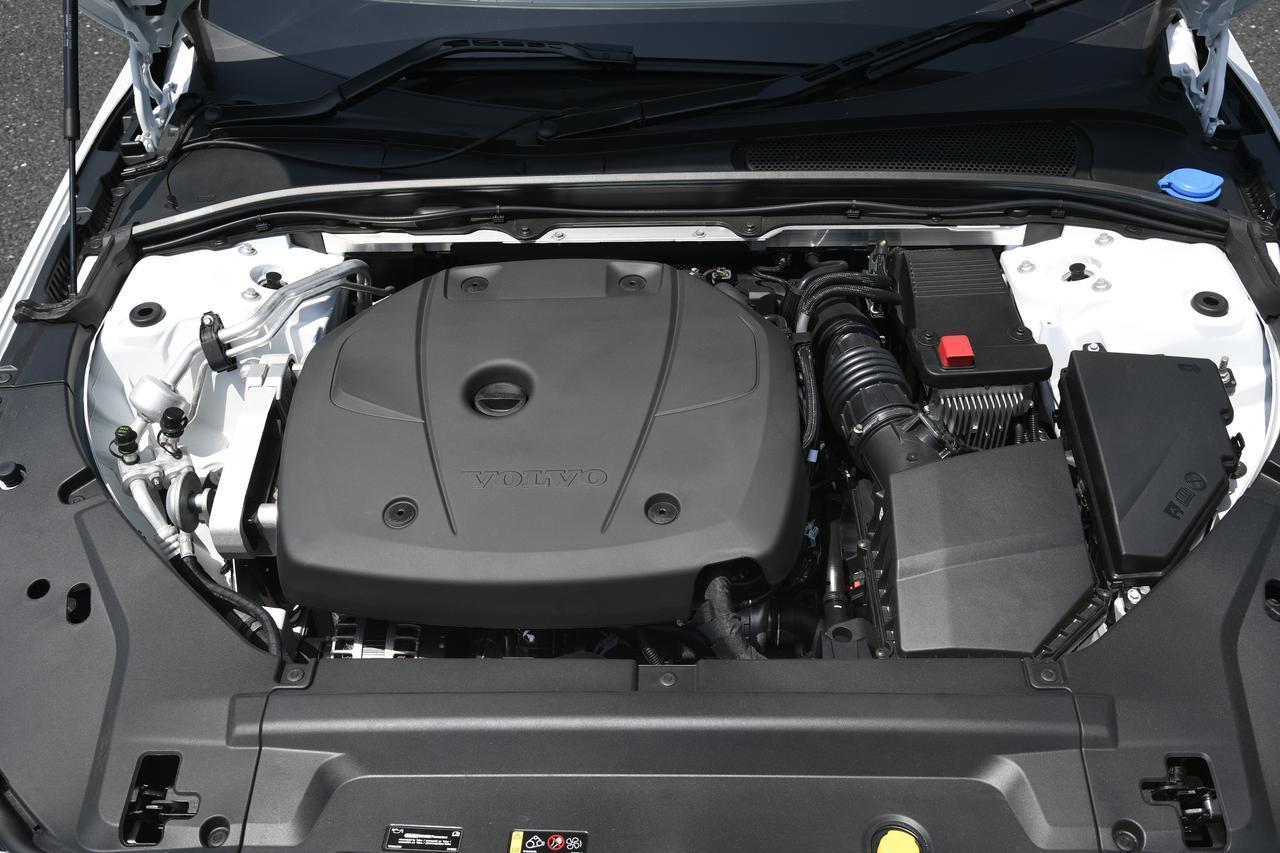 画像: 320ps/400Nmを発生する2Lの直4ツインチャージドエンジンと8速ATの相性は良い。アイドリングストップ機能も備える