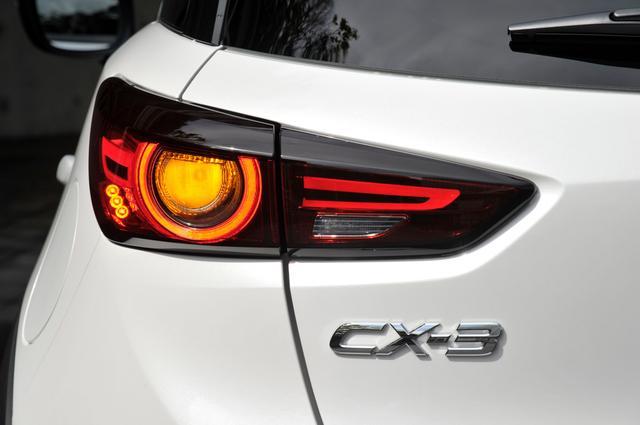 画像: 新型CX-3のメカニカルな印象も受けるテールランプ