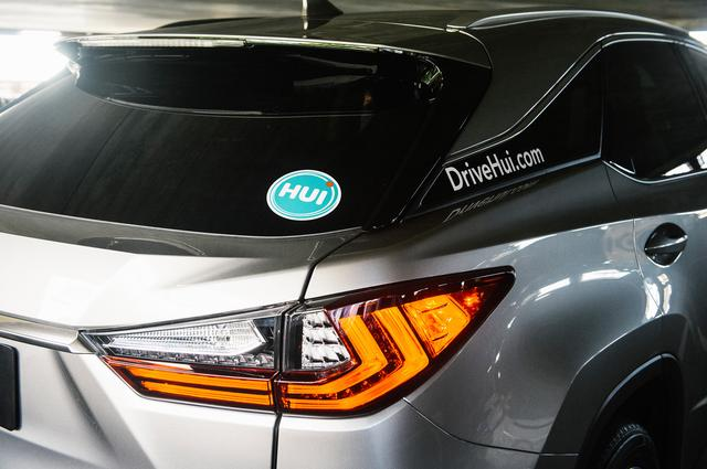 画像: シェアカーにはよく目立つ「Hui」のステッカーが貼られている