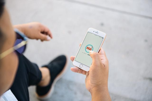 画像: スマートフォンアプリ「Hui」をダウンロードすればよい
