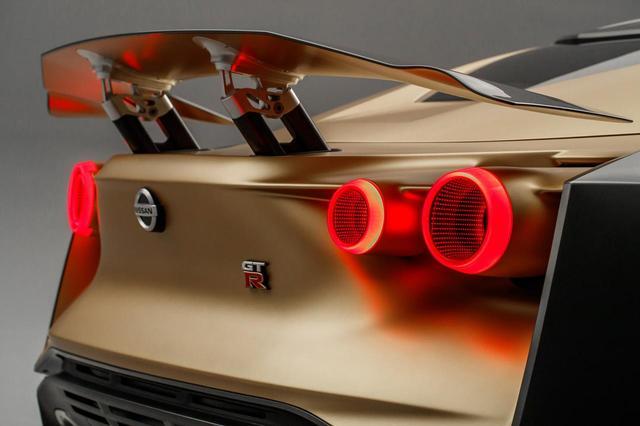 画像: テールランプのデザインはGT-Rならでは
