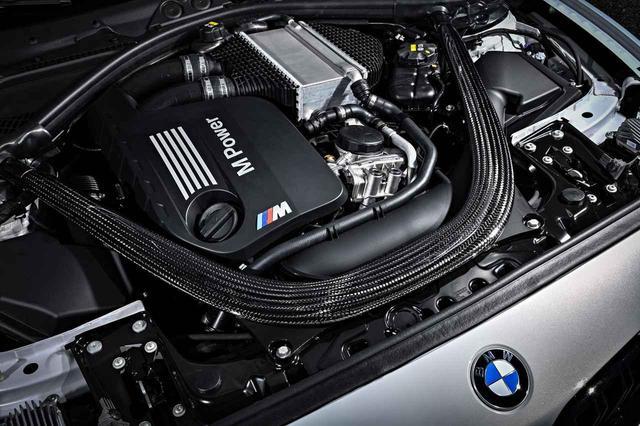 画像: 排気量や気筒数に変更はないものの、エンジン型式は従来の「N55B30A型」から「S55B30A」に進化。