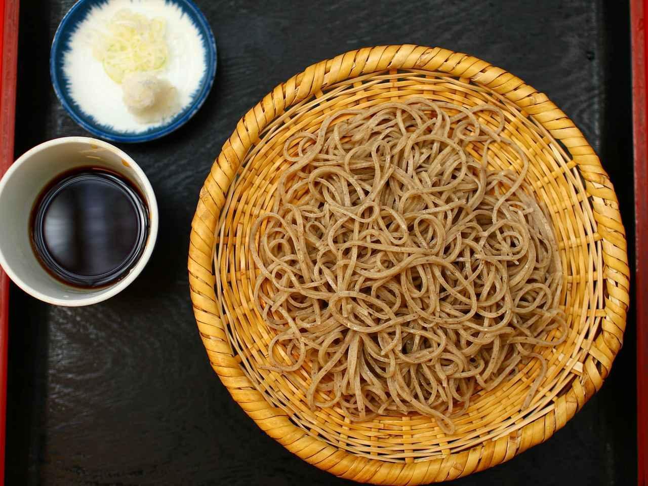 画像: [玉乃屋] 石臼で挽かれた蕎麦は十割なのにしっとして粘りがある。さまざまなかわりそばも評判
