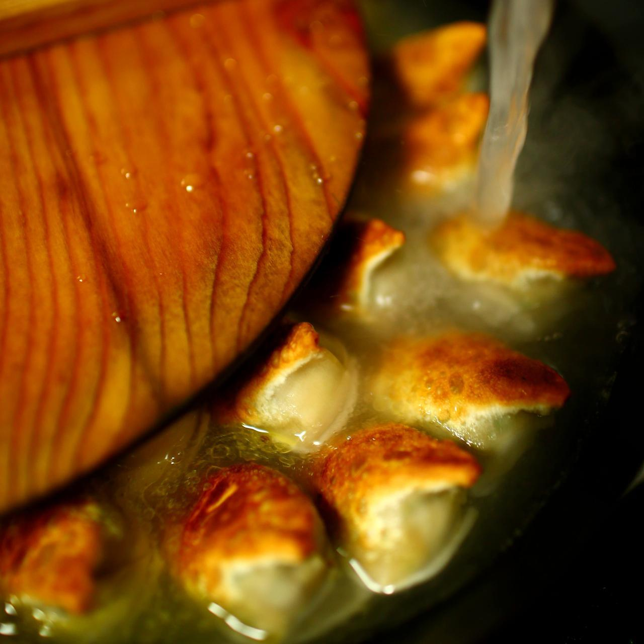 画像: 水をドバっと入れて、グツグツ煮て完成