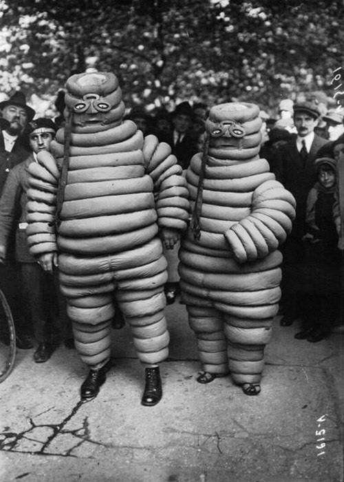 画像: 1900年代初頭のミシュランマン。こ、怖い・・・