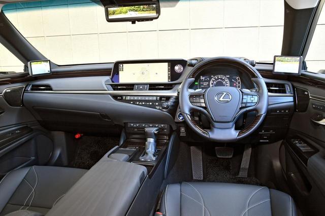 画像: 「バージョンL」のインパネ。レクサスモデルらしく、適度な包まれ感のあるコックピットで、ドライビングの高揚感を高める