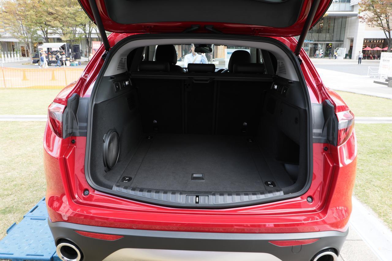 画像: ステルヴィオは、アルファロメオ史上初めての本格SUV