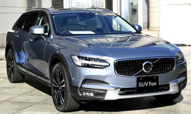 画像: 展示車はV90CC D4 AWD サマム(824万円)。2リッター直4DOHCディーゼルターボは190ps/400Nmを発生する