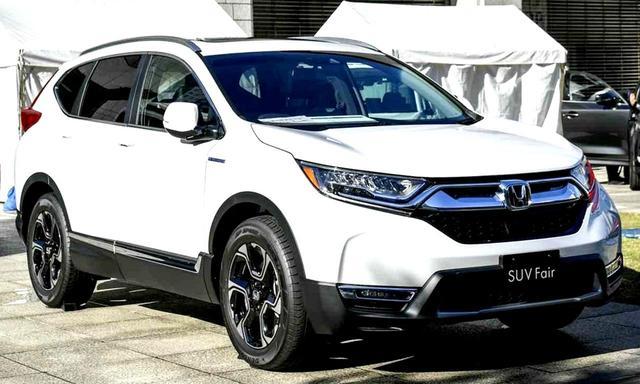 画像: 展示車はハイブリッドEXマスターピース(FF。414万5040円)。ミドルサイズSUVなのにもかかわらず、JC08モード燃費は25.8km/L
