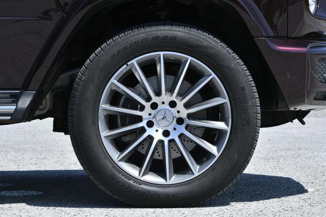 画像: 試乗車のG550はオプションのAMGライン(90万円)装着車で、20インチアルミホイールを履いていた