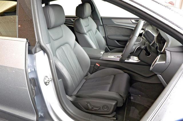 画像: Sラインのスポーツシートはホールド性に優れる。もちろん電動アジャストでヒーター内蔵。リアシートのスペースも十分広い。
