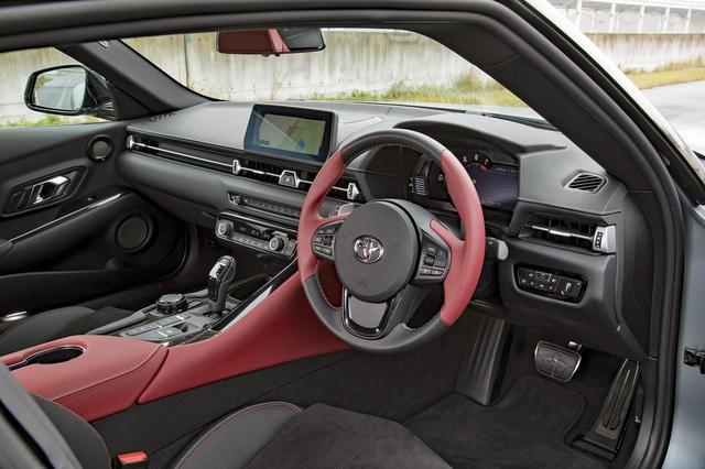 画像: 直線基調のインパネが、BMWとの類似性を感じさせる。