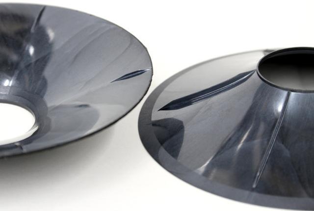 画像: DS-G300のウーファーコーン。内周部は裏面に、外周部は表面にリブが通ったWサイド・ソリッドライン構造を開発、採用している。