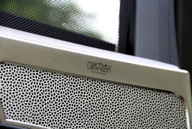 画像2: リアドアのUnityスピーカー装着部グリルは、開口率50%を超えるアルミ製で、切削加工によって製造されたものだという。ここにもマークレビンソンリファレンスのロゴが確認できる。