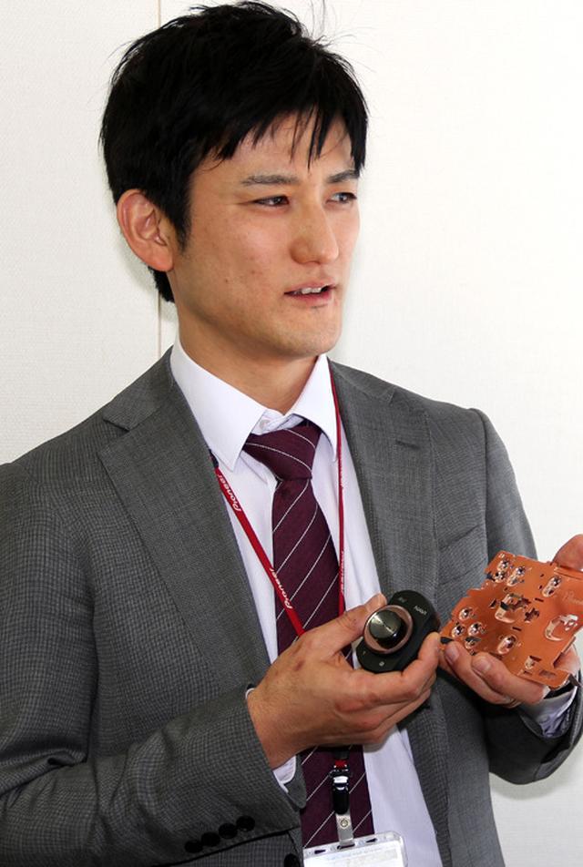 画像: 内田氏と同じくサイバーナビ χシリーズの商品企画に参画した同 橋本岳樹氏。