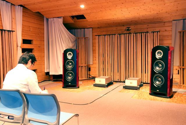 画像: パイオニア・カロッツェリアの製品開発が行われている試聴室。