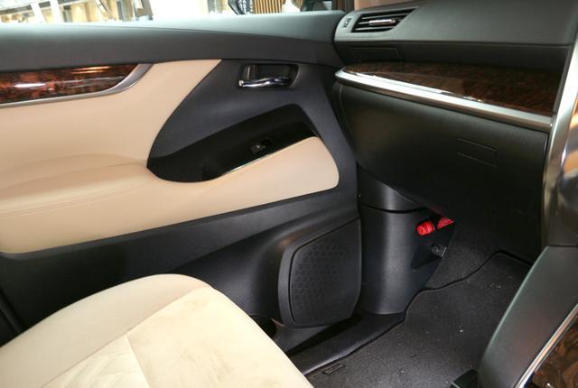 画像: フロントドアの純正スピーカー位置にはアルミ製バッフルとともにナノファイバーウーファーがマウントされている。