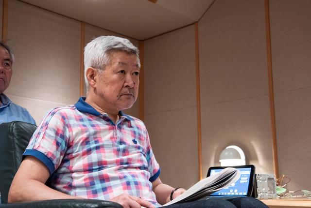 画像: 真剣な表情で聴き入る和田氏。