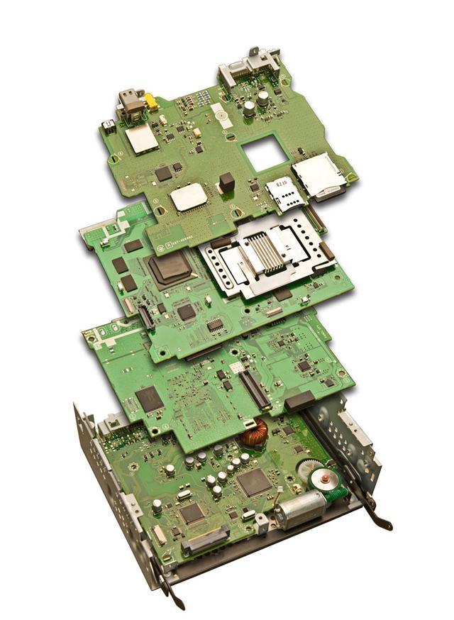 画像: デジタル/アナログ回路の相互干渉を低減させるD.I.N.T.構造は、回路配置を、取り扱う信号周波数帯ごとに分離させたもの。この採用により、ノイズ成分の抑制を情報力の欠如を極限まで低減させることに成功したという。