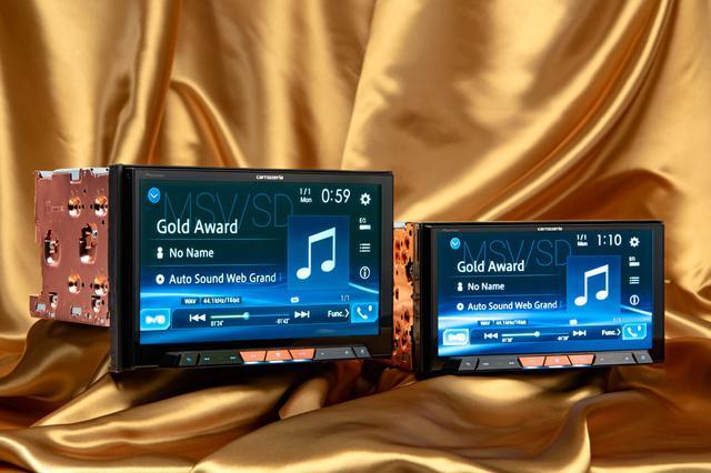 画像: AVIC-CL902XS(左)とAVIC-CZ902XS(右)。 [photo:Akio Shimazu]