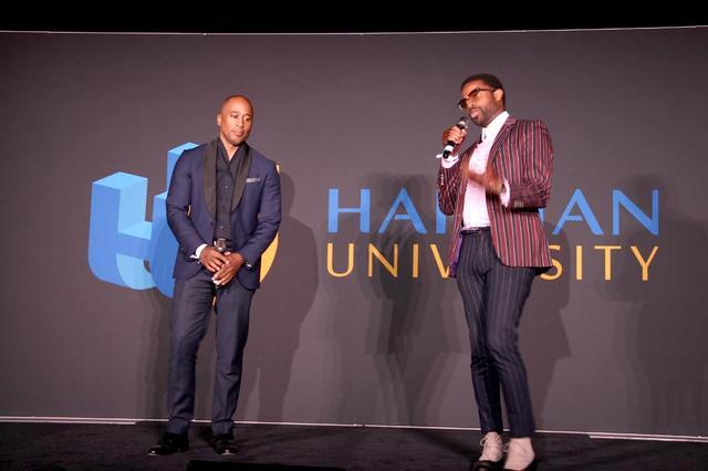 画像: JBL Festで催されたハーマン・ユニバーシティで講演するアリとエイドリアン。