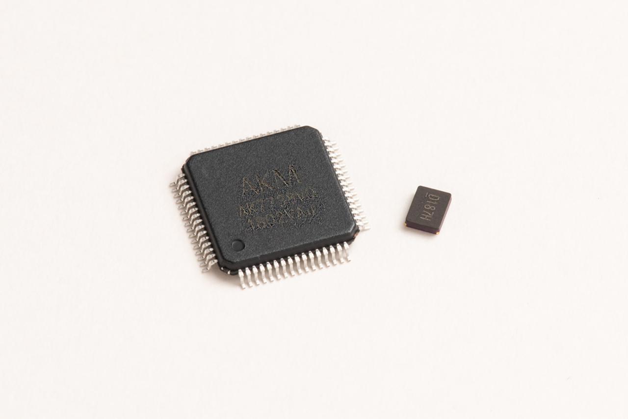 Images : 「高速演算DSP」&「DSPマスタークロック用水晶振動子」