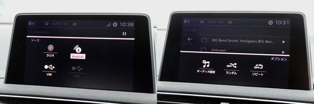 画像: 左はオーディオソースのセレクト画面で、ラジオ、Bluetooth、USB、iPodが選択できる。USBとiPodは、ひとつのUSB端子をどちらかが使用することになるため、選択画面では接続されている方が選択できるようになる。右はオプション機能の選択画面で、オーディオ設定や再生モードの設定ができる。