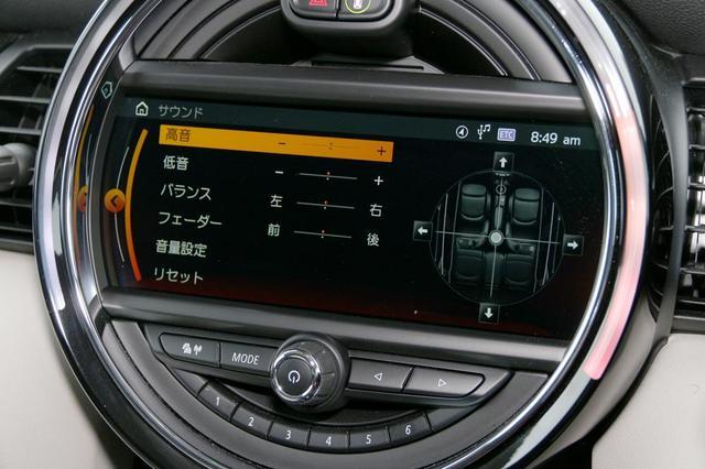 画像: サウンド調整機能としては、高音と低音のレベルがチューニングできるトーンコントロールと、前後左右の音量レベルがチューニングできるバランス/フェーダーがある。