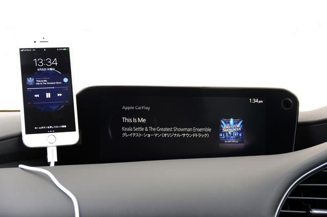 画像: iPhoneを接続してApple CarPlayを試してみると、CDやUSBほどの鮮度感はないものの、充分に音楽の楽しさを味わうことができた。