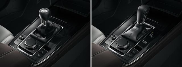 画像: マツダ独自のインフォテインメントシステムをコントロールするのは、シフトレバー広報にレイアウトされたマツダコネクトのコントローラー。中央のダイヤル/ボタンと、左側のコンパクトなダイヤル/ボタンを使用する。