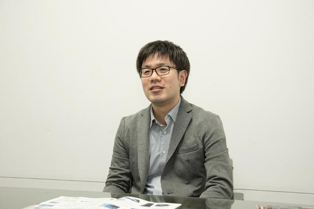 画像: インタビューに応える音響設計担当の田食寛之氏。パナソニック、ストラーダの音を支えるキーマンである。