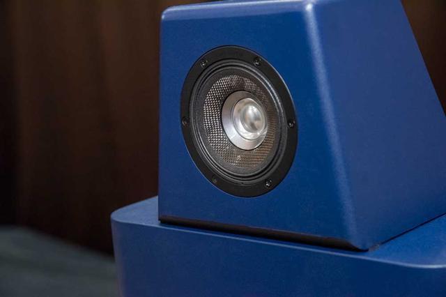 画像: 東北パイオニアで試聴取材した際に使用したTS-Z900PRSのエンクロージュア。CSTドライバーがマウントされた部分はウーファーエンクロージュアとは独立した構造。