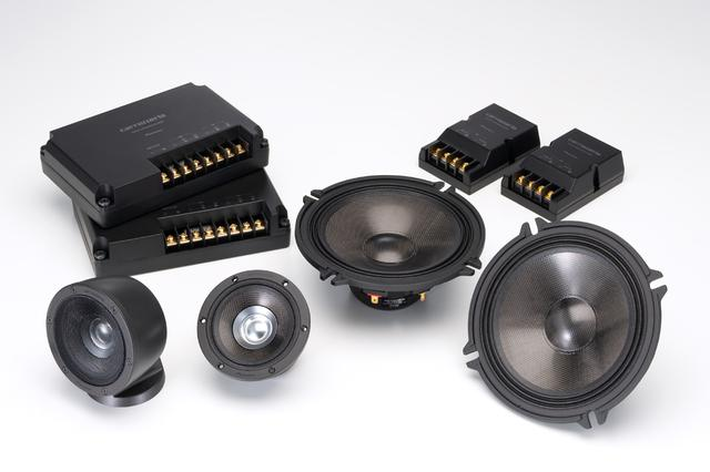 画像: 10年ぶりに新モデルが追加されたカロッツェリアPRSスピーカー。TS-Z900PRS(¥128,000/セット)は2ユニット3ウェイにパッシブクロスオーバーネットワークという構成。トゥイーター&ミッドレンジユニットのCSTドライバーには、ダッシュボード上に固定するための台座やバックカバー、振動板保護用グリルメッシュなどが用意される。