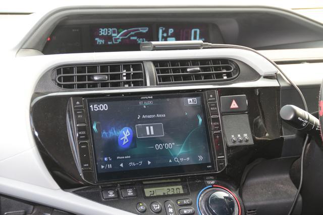 画像: トヨタ アクアにEcho Autoを搭載して実使用した。このクルマにはアルパイン製AVナビ「ビッグX(アクア専用)」を載せている。撮影のことも考慮してEcho Autoはダッシュボードの中央に配置。