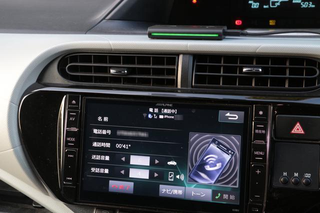 画像: 電話の着信があるとEcho Autoのインジケーターがグリーンに光る「アレクサ、電話に出て」というと、通話状態に。通話はもちろんハンズフリーで行うことができる。