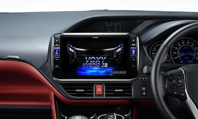 画像: 車両装着イメージ。トヨタ ヴォクシーハイブリッド(80系: H26/2~現在)、11型画面車種専用モデルEX11NX2-NVE80。