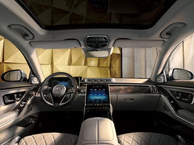 画像: S500ロングボディの前席周りインテリア。