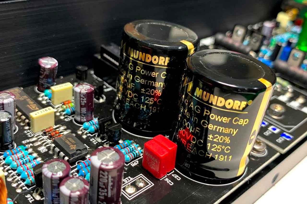 画像: オーディオ用途でそのクォリティに定評のある独ムンドルフ製のコンデンサーを搭載。