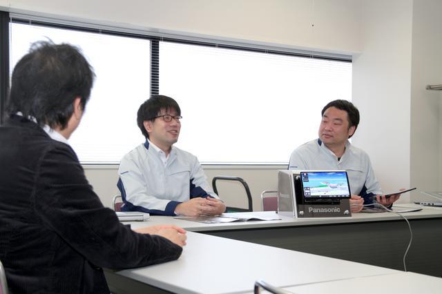 画像: 開発に携わったエンジニアから直接、話を聞くことでCN-F1X10BLDの高い能力がなぜ実現できたのか、その一端を理解することができた。(Photo:Kei Hasegawa)※新型コロナウイルス感染防止のため、距離を取ったうえ、撮影時のみマスクを外しています。