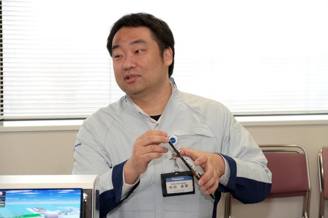 画像: パナソニック株式会社オートモーティブ社 設計担当 中川洋平氏。