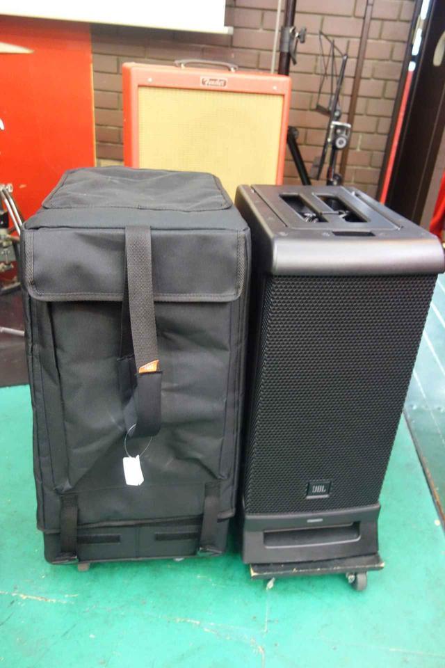 画像: 「EON ONE PRO」をほこりや汚れ、衝撃から守る専用キャスター付きカバー(左)