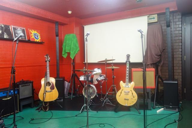 画像: 新宿 Music Barのステージに設置した「EON ONE PRO」