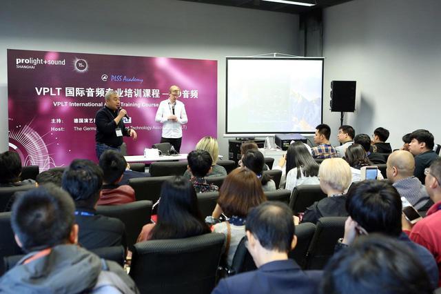 画像: 「Prolight + Sound上海」のセミナーの様子。受講者は若い人が多く、自身の技術力向上を図るべく熱心に聞き入っていた