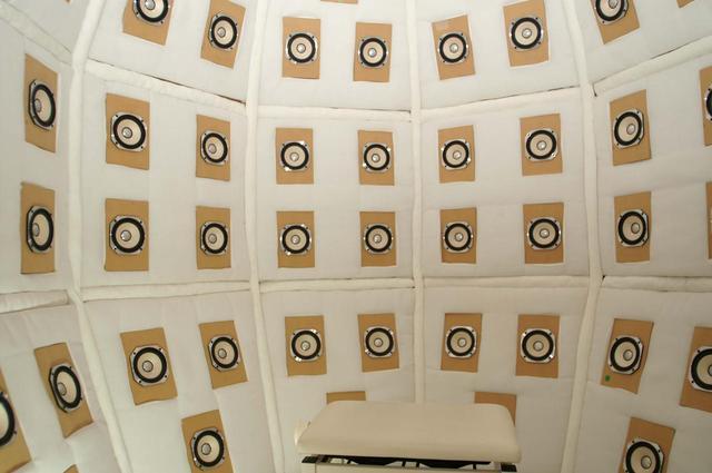 画像: ウェルカムコンサートの音響樽による再生
