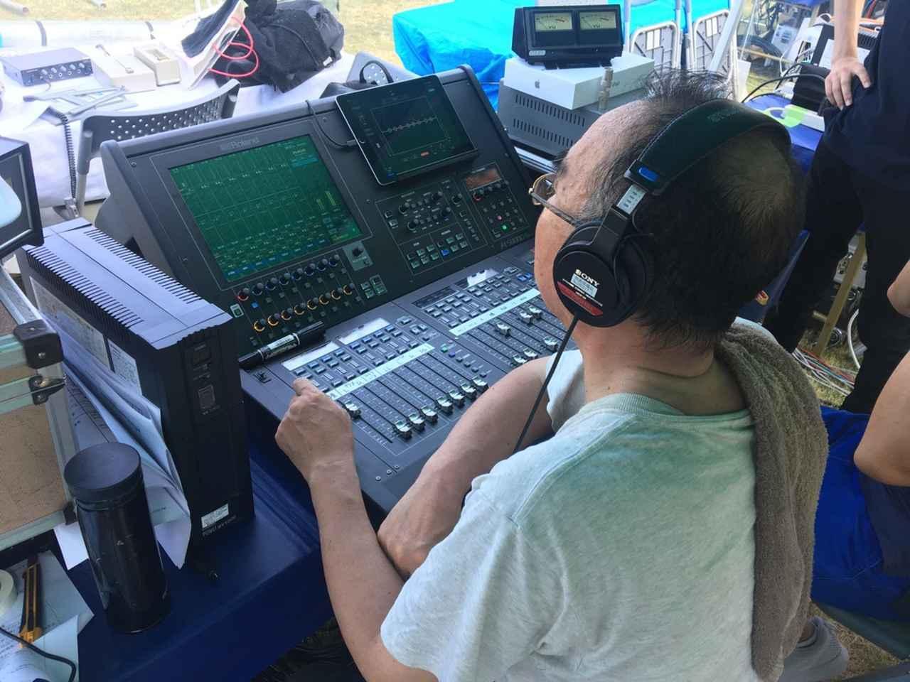 画像: 『平和記念式典』で「M-5000C」をオペレートする鹿嶋氏