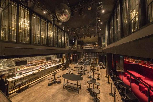 画像: 通常営業で約280名、ライブ営業で約330名というキャパシティーの「グランドミラージュ」の『evol』。3~4階は吹き抜けになっており、非常に豪華な内装が特徴