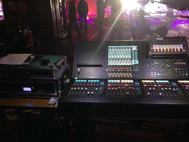 画像: 「アコースティック」が昨年導入した「ローランド」の「M-5000」。「M-48」と組み合わせ、モニター・システムとして使用しているとのこと