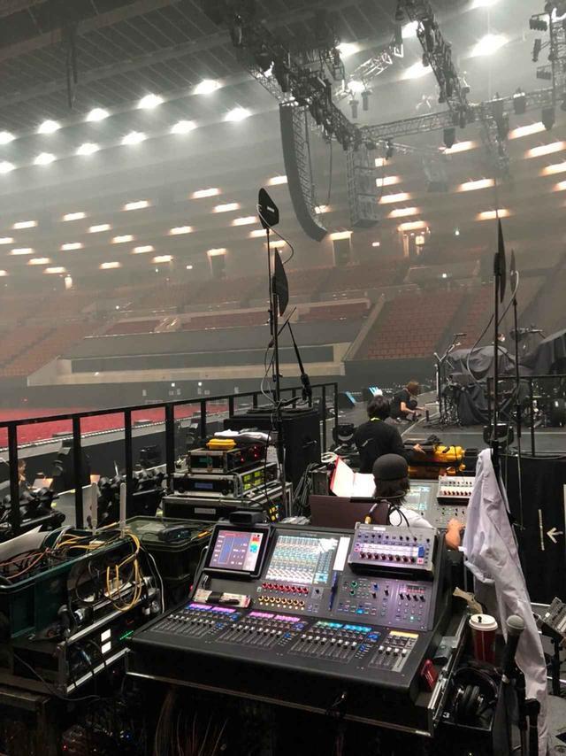 画像: アリーナ・ツアー『椎名林檎(生)林檎博'18 ー 不惑の余裕 ー』では、オーケストラが入ったため「M-5000」2台体制で臨んだ